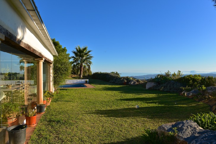 Country house for sale in Casares