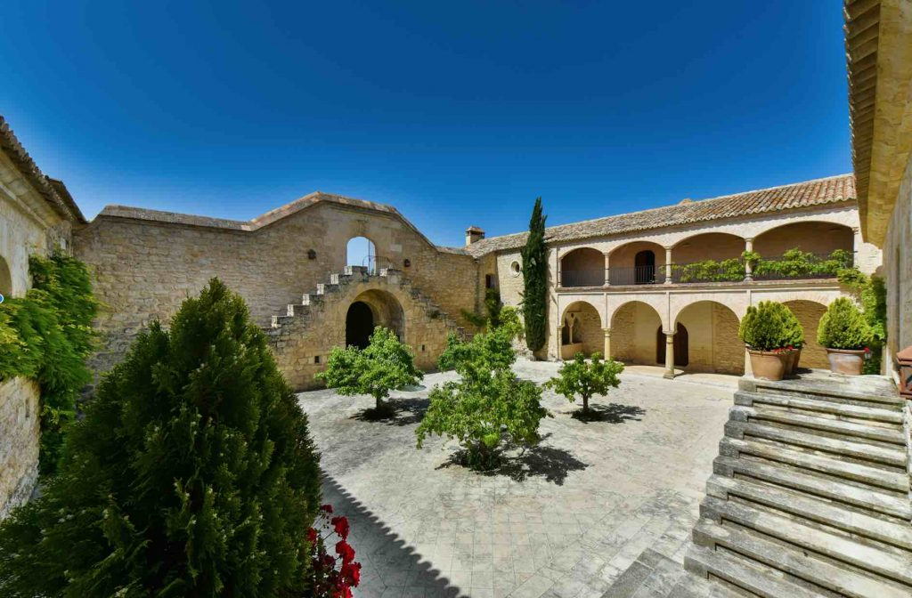Complete reformation historical property in Andalusia