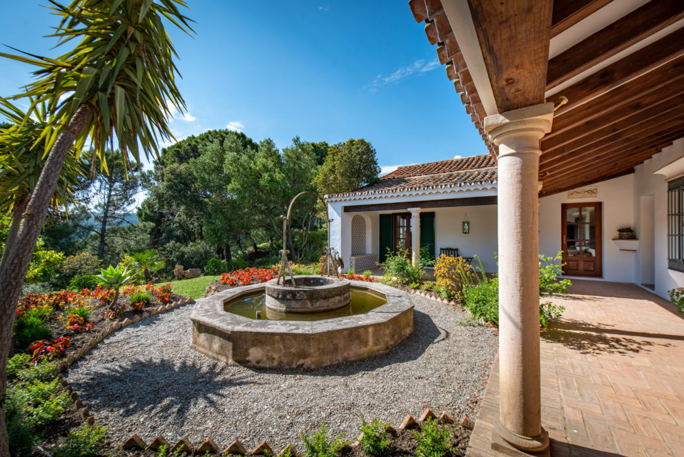 country villa for sale in casares